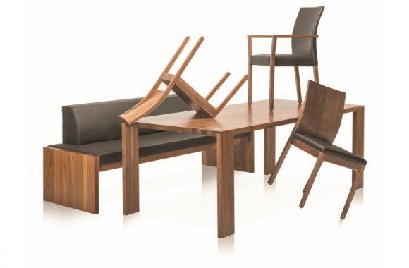 Tische und Stühle von Längle Hagspiel im Mielecenter Markant